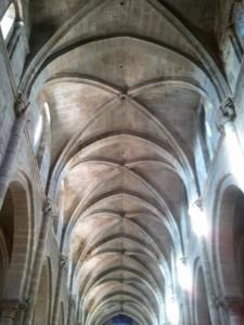 Bóvedas de la neve central de la catedral de Ourense. FOTO: J. M. G.