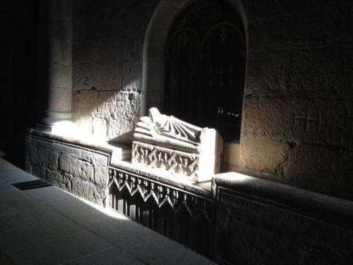 Sepulcro de Infantina iluminado por el sol. FOTO: J. M. G.