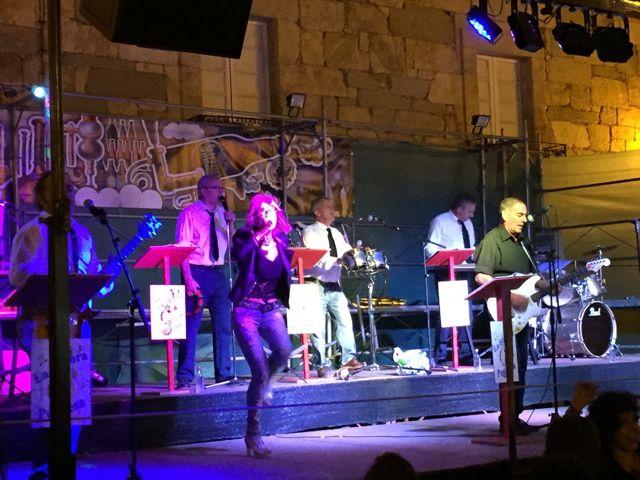 La Sonora Petinesa actuando el 24 en Petín. FOTO: V. Escudero.