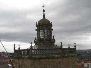 Exterior de la cúpula y linterna sobre el crucero de la iglesia. FOTO: J.M.G.