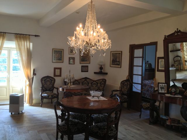 Salón de la casa de Otero Pedrayo en Trasalba. FOTO: J.M.G.