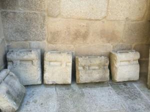 Piezas de la colección epigráfica catedralicia. FOTO: J.M.G.