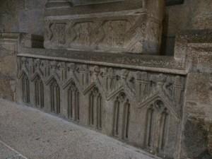 Restos del coro gótico en el sepulcro de la infantina. FOTO: J. M. G.