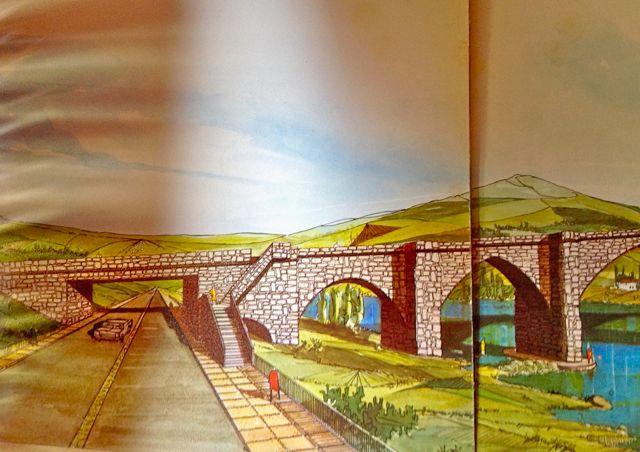 """Dibujo de cómo se pensaba hacer pasar la N-120 bajo el histórico puente, destruyendo uno de sus arcos, lo que por suerte no se hizo realidad. FOTO: J.M.G. del folleto """"Accesos a Galicia"""", del MOPU, 1 de enero de 1971."""