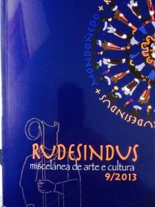 Portada de la revista, en la que se combinan alusiones a San Rosendo y al rosetón catedralicio de Mondoñedo. FOTO: J.M.G.