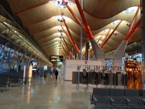 Terminal 4 del aeropuerto Adolfo Suárez, en Madrid. FOTO: J.M.G.