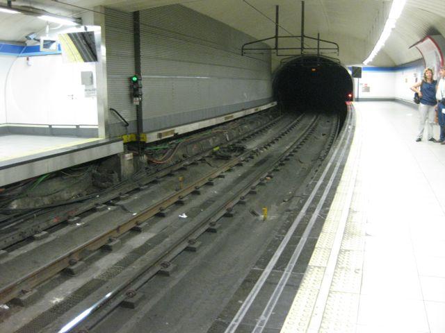 Los túneles del metro provocan misterio y ganas de descubrir. FOTO: J.M.G.