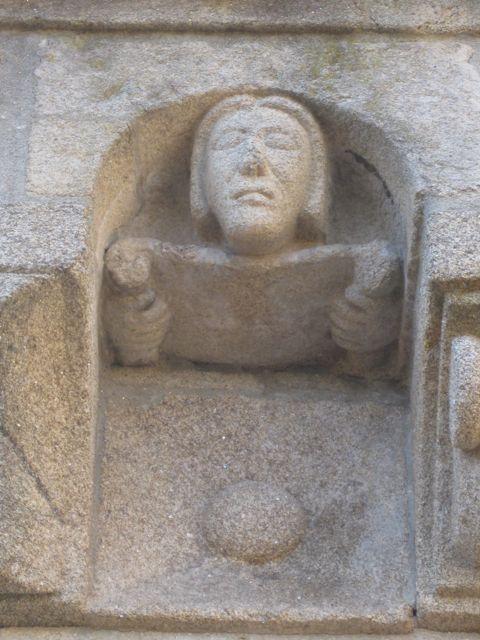 ...a su alumno en dos metopas de este ángulo catedralicio. FOTO: J. M. G.