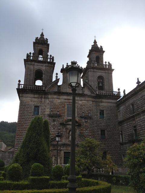 Fachada principal de la iglesia del monasterio. FOTO: J.M.G.