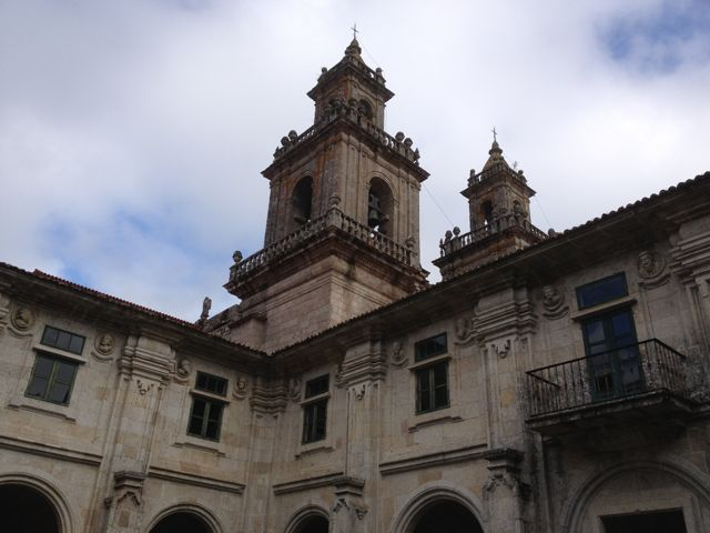 La torre, vista desde el claustro de los Medallones. FOTO: J.M.G.
