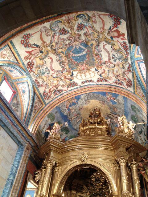 Vista de la bóveda y la media naranja, a continuación, que cierra la capilla del santuario- FOTO: J. M. G.