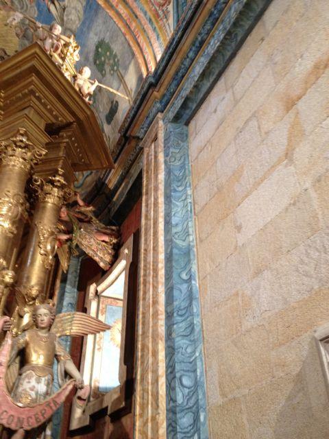 Tonos azules en una pilastra. FOTO: J.M.G.