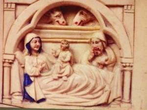 Escena del Nacimiento de Jesús, en el interior de la imagen. FOTO: J.M.G.
