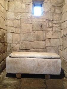 Sepulcro de San Torcuato, cuyos restos reposan en Celanova. FOTO: J. M. G.