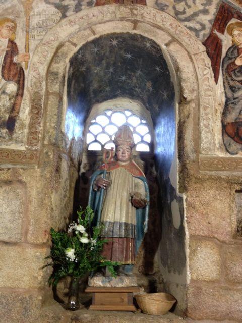 San Blas es quien preside la iglesia de Santa Comba. FOTO: J.M.G.