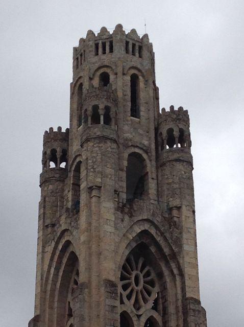 La torre se alza a cincuenta metros de altura. FOTO: J.M.G.