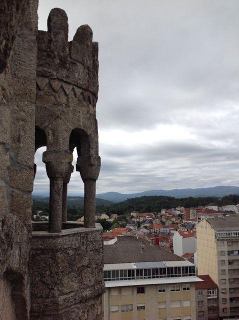Una de las cuatro torrecillas que tiene el cuerpo de campanas. FOTO: J.M.G.