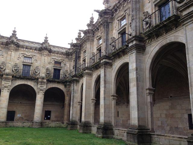 Vista parcial del claustro barroco. FOTO: J.M.G.