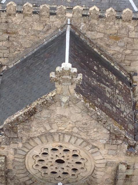 Uno de los rosetones que aportan luz y simbolismo al templo. FOTO: J.M.G.