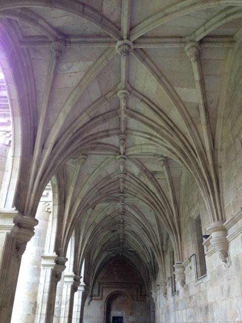 Tracería de las bóvedas del monumental claustro. FOTO: J.M.G.