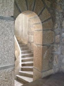 Escaleras que llevan al coro. FOTO: J.M.G.