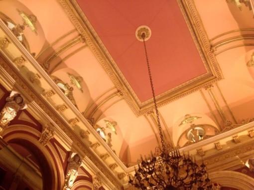 Vista de la composición del cielo del salón, sobre lunetos que recorren todo el recinto. FOTO: J.M.G.