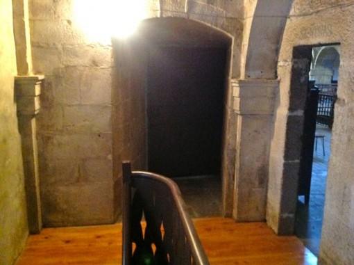 De frente y a la derecha, puertas para acceder a las tribunas de la iglesia. FOTO: J.M.G.