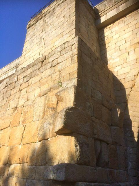 Vestigios de lo que fue el puente romano. FOTO: J.M.G.