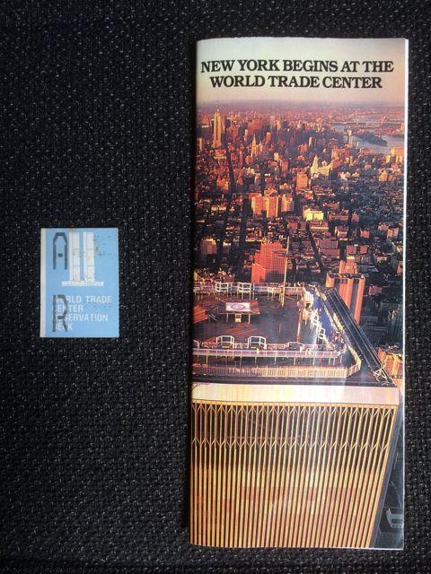 Folleto y ticket que nos dieron en el rascacielos. FOTO: J.M.G.