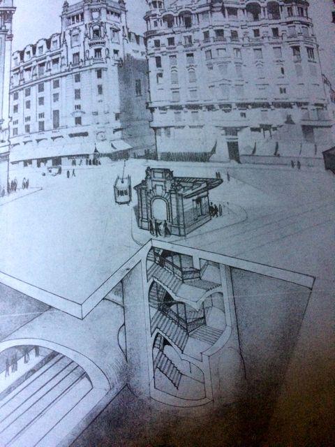 Acceso a la estación de Gran Vía, según Antonio Palacios, 1918 en Miguel de Otamendi: Las bras del metropolitano Alfonso XIII. estado de los trabajos en mayo de 1918, Madrid, Imprenta de Ramona Velasco, 1918.