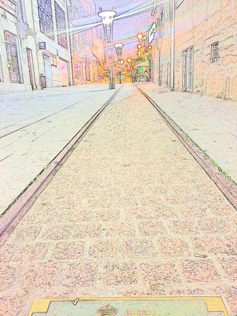 Detalle de la vía que va paralela a la fachada monumental del Concello de O Porriño. FOTO: V. Escudero.