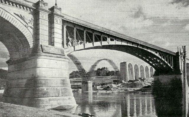 Vista del viaducto en obras desde la Ponte Nova. FOTO: Cadernos de Istoria Ferriviaria.