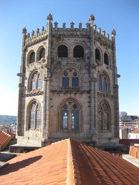 El cimborrio de levanta en el centro de la cruz latina que describe la planta catedralicia. FOTO: J.M.G.