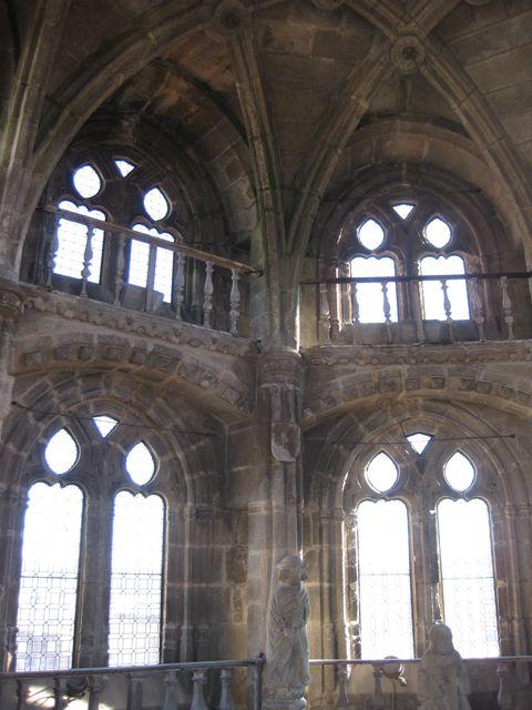 El primer cuerpo interior se cubre mediante arcos escarzanos que a su vez sostienen el segundo piso. FOTO: J.M.G.