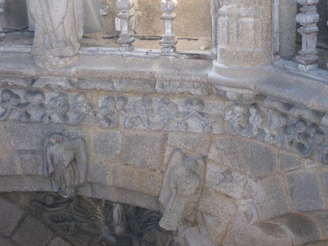 Otro detalle de la ornamentación propia de un orfebre en la zona inferior del cimborrio. FOTO: J.M.G.