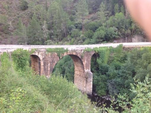 La romana Ponte Bibei fue paso obligado durante siglos entre Galicia y León, dando servicio a la Vía XVIII, también durante la Edad Media hasta pasar sobre ella la N-120, hoy C-536. FOTO: J.M.G.