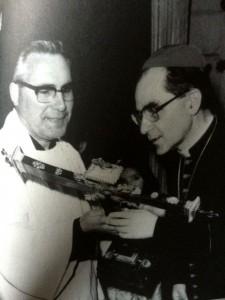 Manuel Iglesias, con el nuncio Mario Tagliaferre. FOTO: Cedida.