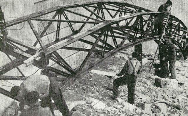 En plena obra para construir el viaducto ferroviario. FOTO: Cadernos de Istoria Feroviaria.
