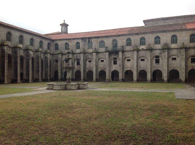 Claustro de los Pináculos, en el impresionante conjunto monumental que es el monasterio ursariense. FOTO: J.M.G.