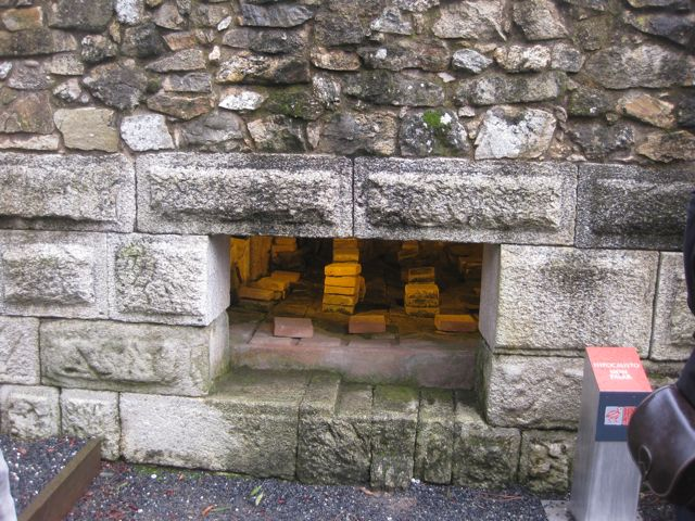 Vista do subsolo da zona termal para quentar o hipocausto. FOTO: J.M.G.