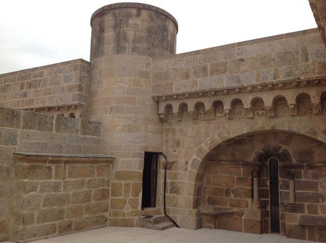 Husillo desde el que se accede a esta terraza sobre los dos primeros tramos de la nave lateral norte de la basílica. FOTO: J.M.G.