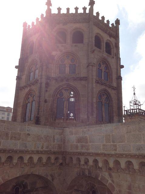 El cimborrio de Rodrigo de Badajoz, omnipresente en las alturas de la catedral, visto desde la cubierta de San Juan. FOTO: J.M.G.