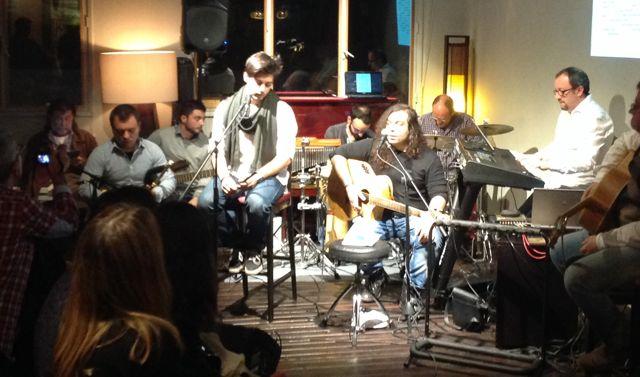 Iván Caride y el resto de músicos disfrutaron enseñando la alta calidad de su trabajo. FOTO: J.M.G.