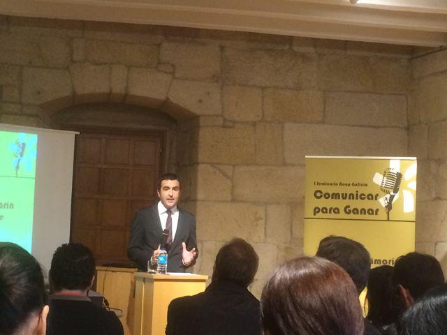 Luis Fraga ofreció un discurso ameno con consejos para los políticos que van a la televisión. FOTO: J.M.G.