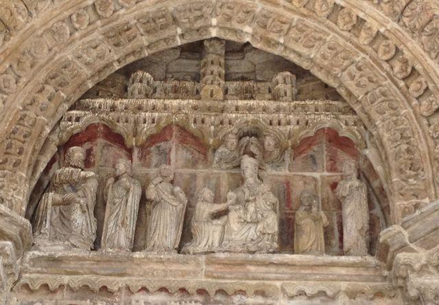 Escenas del tímpano, coronadas por una arquitectura que alude a la Jerusalén Celeste. FOTO: J.M.G.