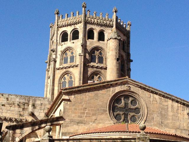 La antigua Rúa da Obra estaba cerca de la zona donde los canteros iniciaron la construcción de la catedral, es decir, la cabecera. FOTO: J.M.G.