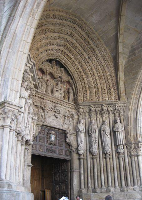 Este portal gótico está considerado como la primera manifestación de dicho estilo en Galicia. FOTO: J.M.G.