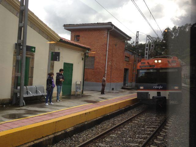 La línea Ourense-Vigo discurre por un paisaje de ensueño junto al Miño. FOTO: J.M.G.