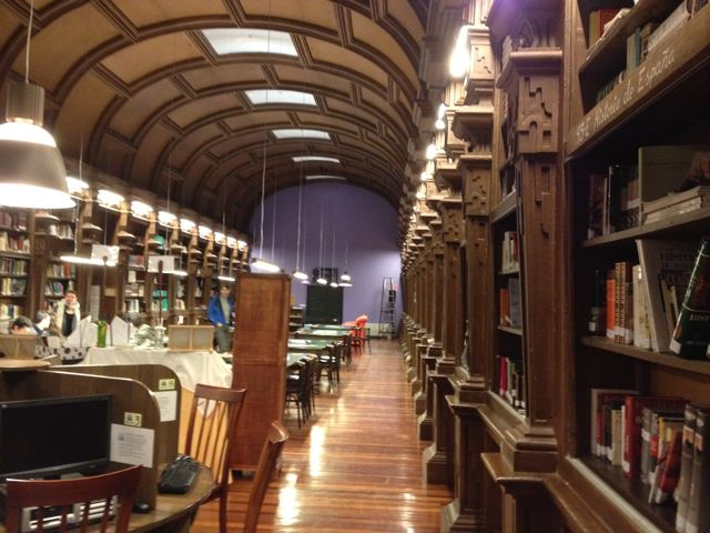 Otra perspectiva del imponente espacio lector del IES Celso Emilio Ferreiro. FOTO: J.M.G.