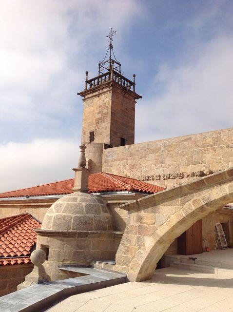 terraza sobre la girola, a la que se accede desde la vivienda del sacristán. Obsé´rvese el husillo con cupulín de una escalera del XVI y el arbotante que evita el colapso de la bóveda de la capilla mayor. FOTO: J.M.G.